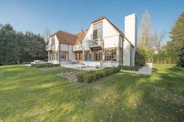 中国 贅沢で軽い鉄骨フレームのプレハブの家、4 つまたは 5 つの寝室の別荘 代理店
